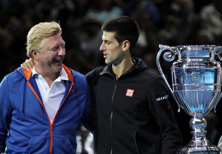Der Tennisspieler Boris Becker mit einem ATP-Pokal