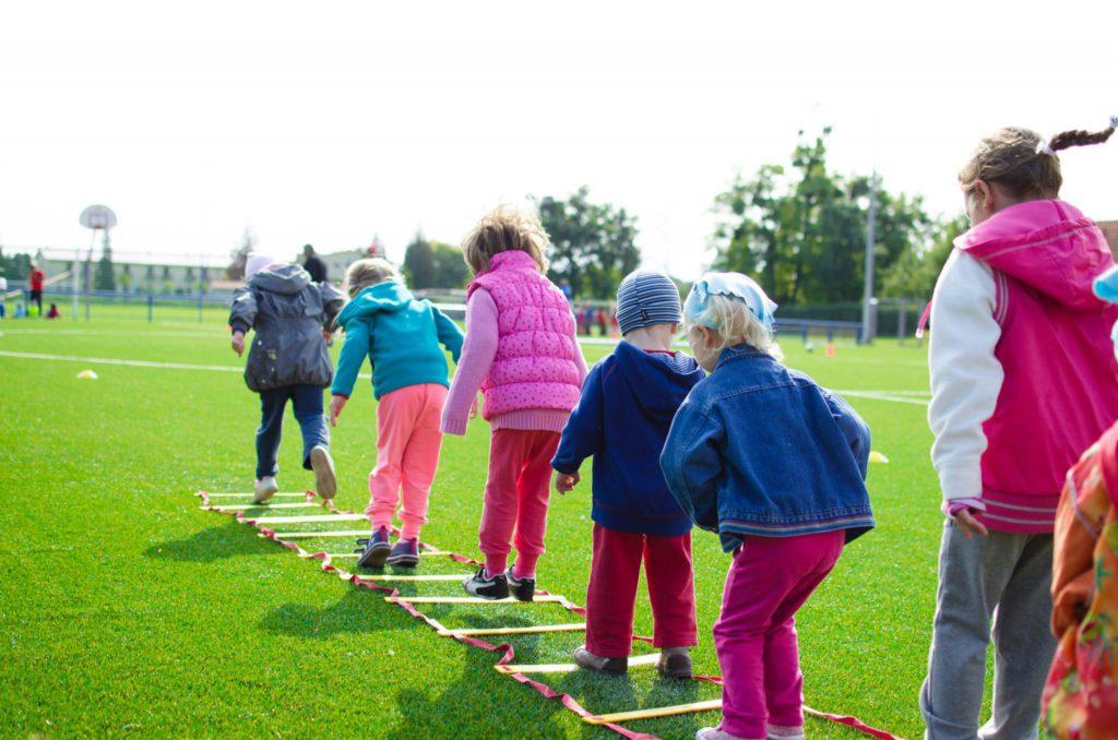 Kinder, Sport, Freizeit, Bewegung, Hüpfen