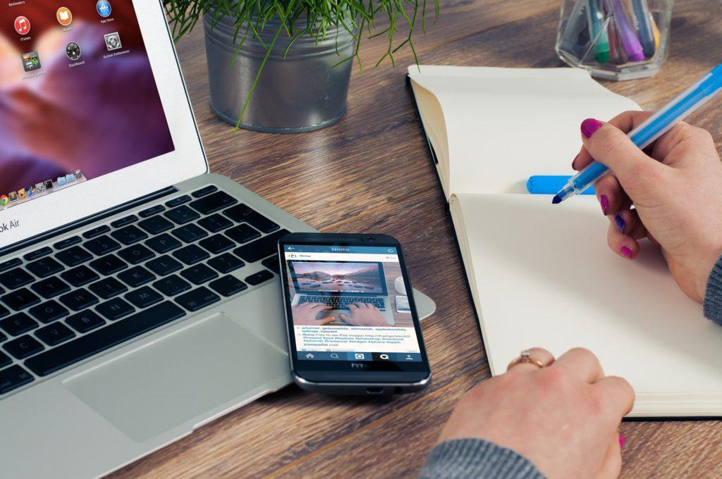 Handy, Anmeldung, Smartphone, Laptop, Notizen, Webseite, Technik, Technolgie, Internet, Homepage