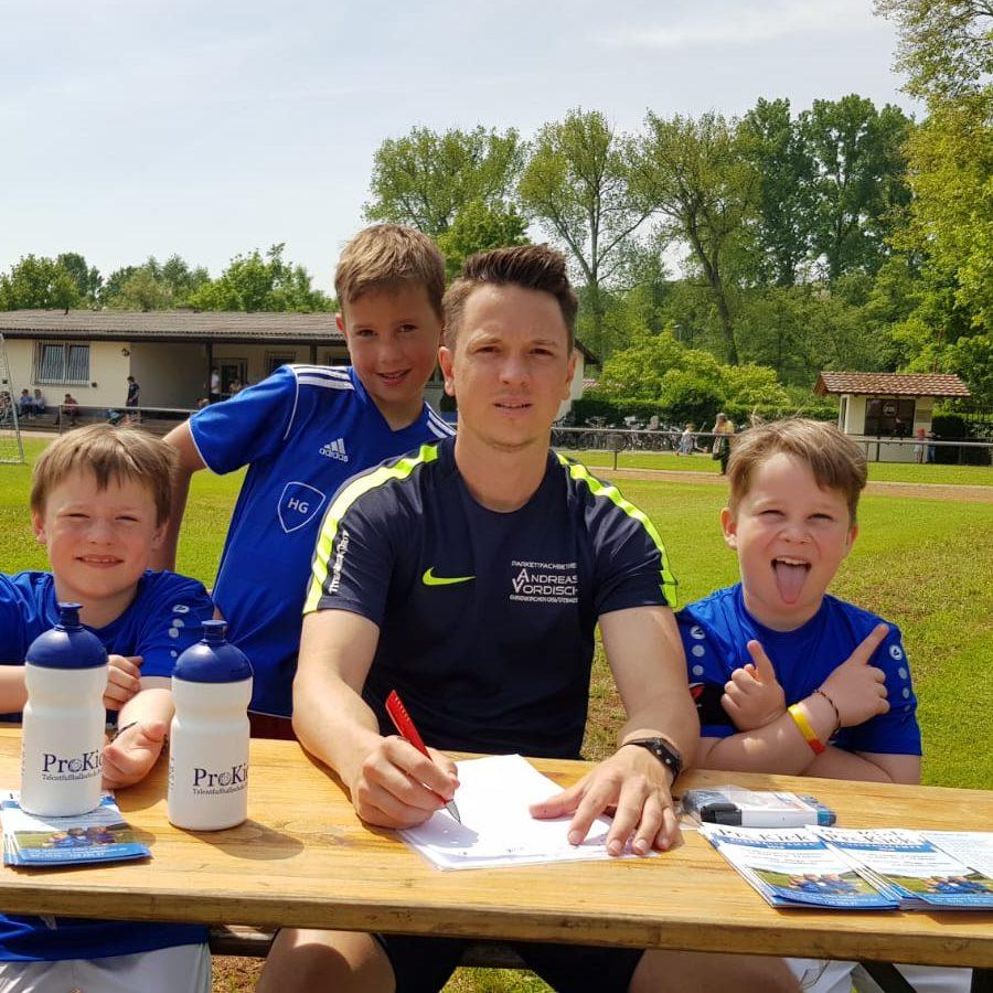 Florian Knäule von der ProKick-Fußballschule