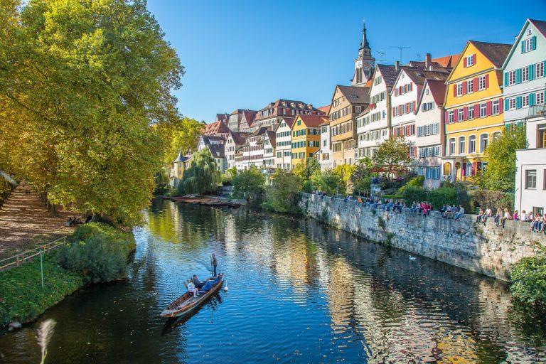 Fluss und Häuserfassade von Tübingen